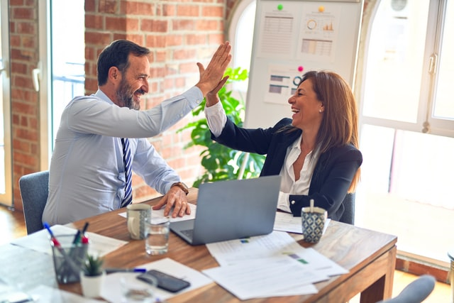 8 Ways to Resolve Conflict Between Sales and Marketing Teams