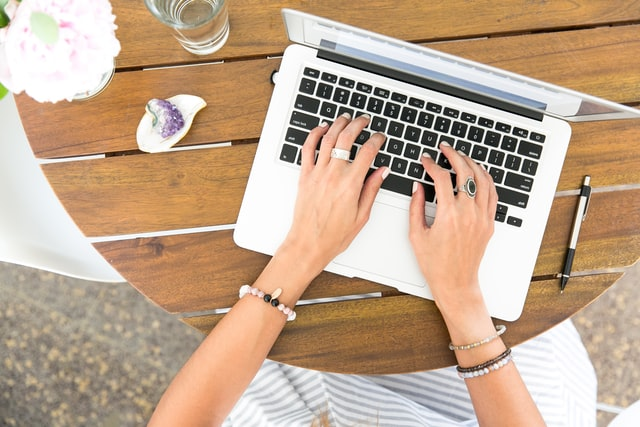 How to Write a Trade Show Follow-Up Email