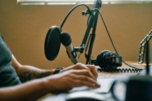 20 Best Business Podcasts to Listen To